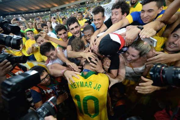 Neymar (10, Brazil) and fans during Spain v BrazilConfederations Cup 2013 30/6/13